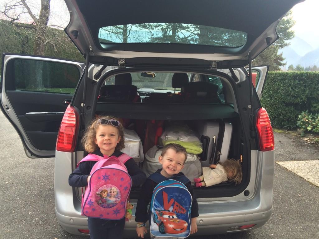 comment survivre un looooooong trajet en voiture seule avec deux enfants encore une maman. Black Bedroom Furniture Sets. Home Design Ideas